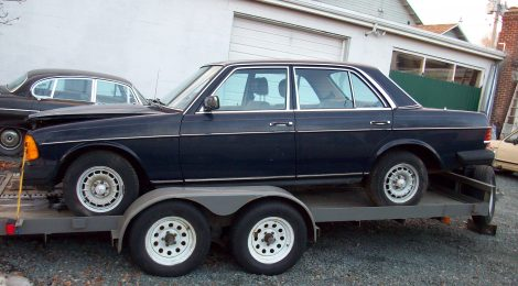 SOLD 1983 Mercedes 300D : crashed with 25kmi